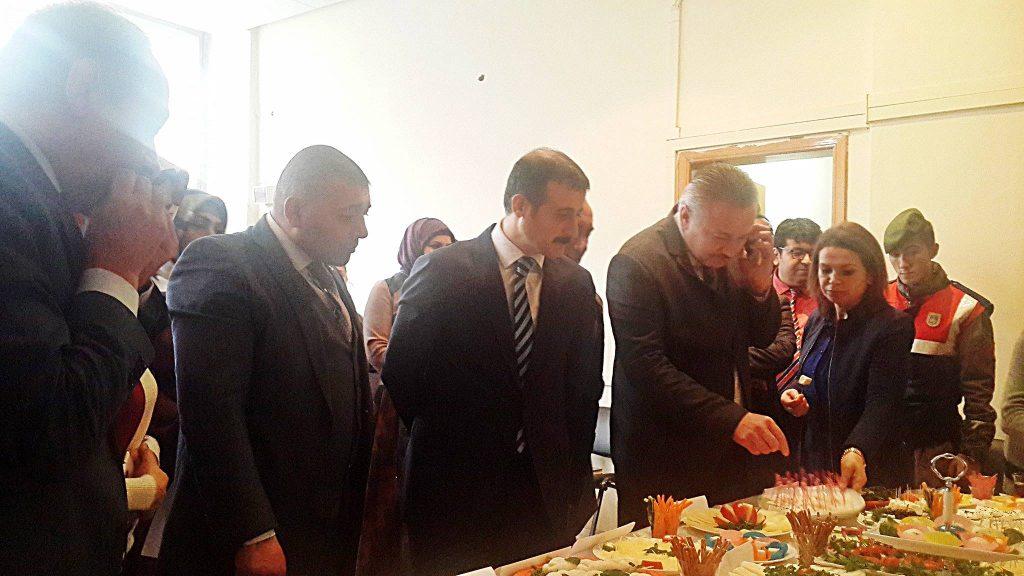 Sungurlu Halk Eğitim Müdürlüğü bünyesinde açılan ve İş Kur Müdürlüğü tarafından desteklenen peynir üretim kursunu başarı ile tamamlayan 22 kursiyer törenle sertifikalarını aldı.   Sungurlu Haber