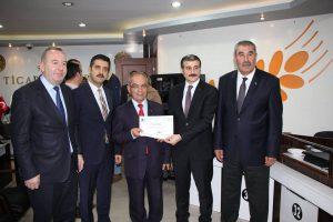 Sungurlu Ticaret Borsası ile KOSGEB işbirliği ile düzenlenen uygulamalı girişimcilik kursunu tamamlayan kursiyerlere düzenlenen tören ile sertifikaları verildi. | Sungurlu Haber