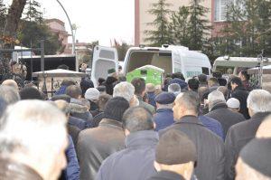 <p>Baktat Firması sahipleri Halil, Mustafa, Muharrem, Ali ve Kadir Baklan'ın anneleri Naciye Baklan son yolculuğuna uğurlandı. Naciye Baklan'ın cenazesi Ulu Camide öğle namazına müteakip kılınan cenaze namazının ardından Sarıtepe Mezarlığı'na defnedildi. Cenazeye, Sungurlu Kaymakamı Mitat Gözen, Sungurlu Belediye Başkanı Abdulkadir Şahiner, CHP İl Başkanı Hasan Suvacı, Ak Parti İlçe Başkanı İlyas Özkan, CHP İlçe Başkanı Ali Erayhan ve çok sayıda vatandaş katıldı.</p> | Sungurlu Haber