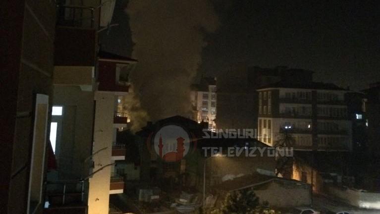 Metruk Binada Çıkan Yangın Korkuttu » çorum, itfaiye, korkuttu, panik, tinerci, yangın