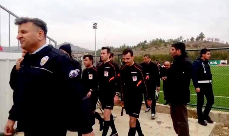 Çıkan olaylar sonrası stadyuma çok sayıda polis ekibi sevk edildi. Maçı erken bitirmek zorunda kalan hakemler maçı ile futbolcular polis eşliğinde sahadan ayrıldı.   Sungurlu Haber