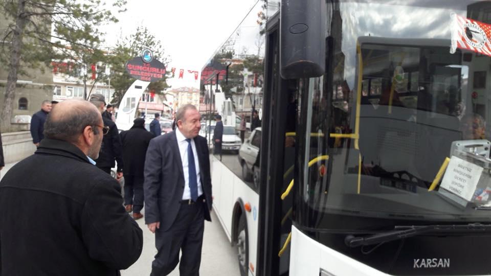 Şehidimize son yolculuğuna uğurlamak üzere belediye tarafından kaldırılan otobüslerle vatandaşlarımız Çorum Kalehisar Köyü'ne gitti. | Sungurlu Haber
