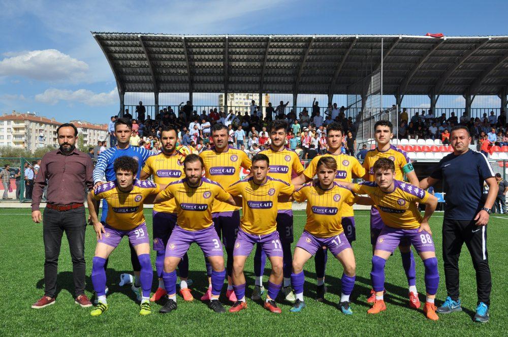 BAL temsilcimiz Sungurlu Belediyespor sezonun ilk maçında evinde konuk ettiği Safranbolu Belediyespor'u 5-0 yenerek sezona mükemmel bir başlangıç yaptı. Maçın tamamını haberimizden izleyebilirsiniz. | Sungurlu Haber