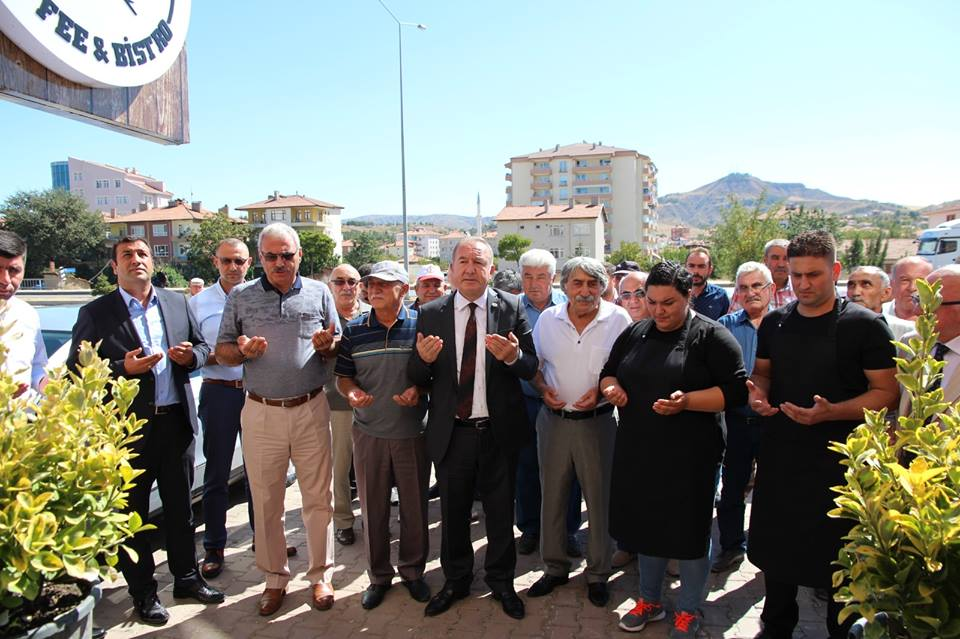 Sungurlu'da Aslı Duraklıoğlu Özkorkmaz ve Emre Özkorkmaz'ın işletme sahibi olduğu OWL Cafe'nin açılışı yapıldı. | Sungurlu Haber