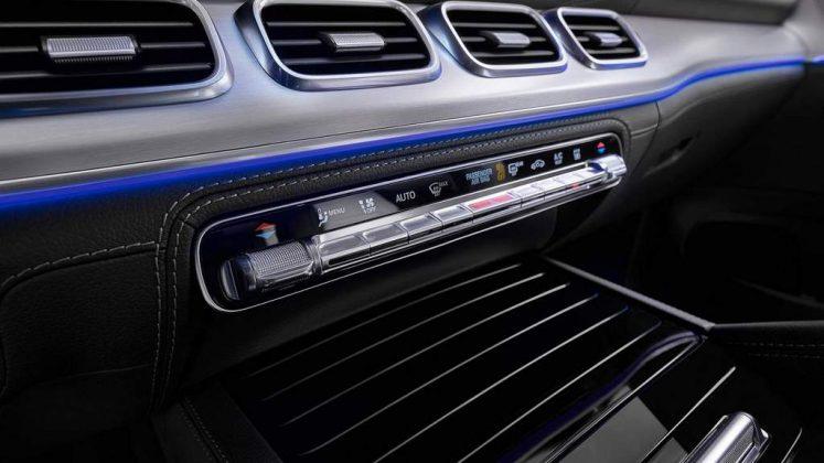 Mercedes'in E Segmentinde yer alan Crossover modeli GLE baştan aşağı yenilendi. Yeni Mercedes GLE, markanın son yıllarda benimsediği tasarım anlayışına ek olarak, eski aracın karakteristik bir detayına da sahip olmasıyla dikkat çekiyor. | Sungurlu Haber
