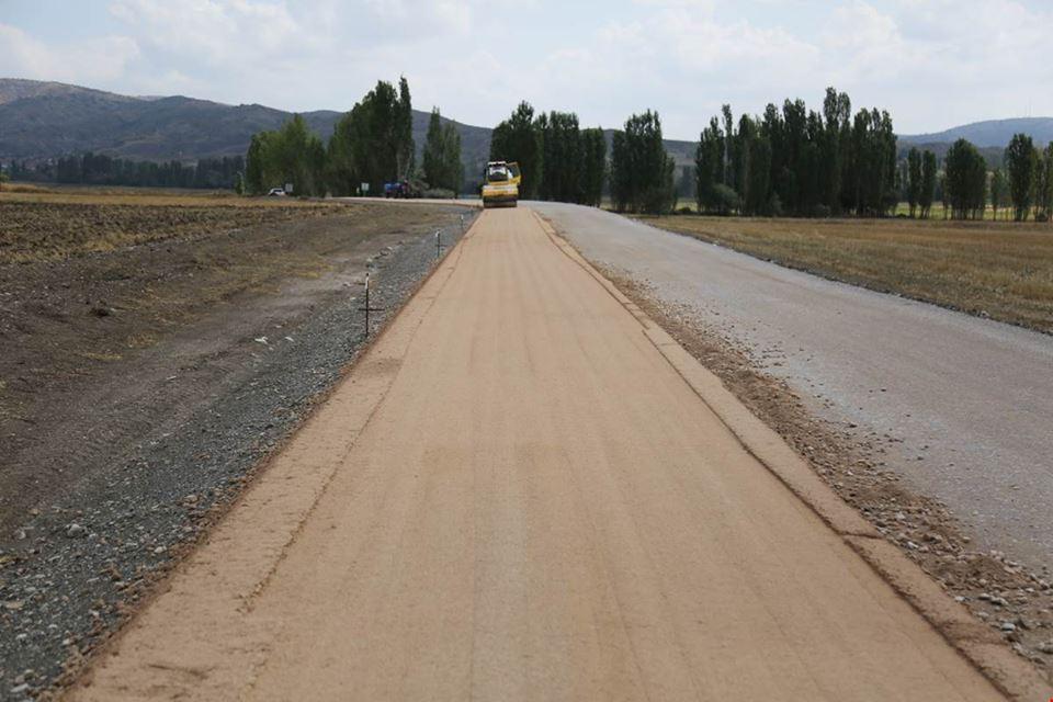 İlçemize bağlı Demirşeyh Grup yolunda bitümlü sıcak karışım (bsk) asfalt kaplama öncesi çalışmaları yapıldı.   Sungurlu Haber
