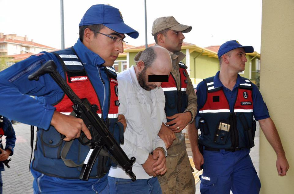 Kesik kablo parçalarından yola çıkan jandarma ekipleri düzenlediği operasyonla 3 şahsı gözaltına aldı. | Sungurlu Haber