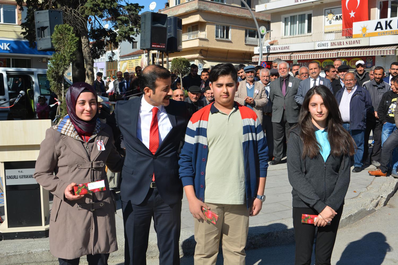 Yarışmalarda dereceye giren öğrencilere ödüllerinin takdim edilmesi
