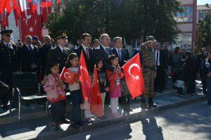 Tüm ülke genelinde olduğu gibi Sungurlu'da da 29 Ekim Cumhuriyet Bayramı coşkulu bir tören ile kutlandı. Foto galeriye sitemizden bakabilirsiniz. | Sungurlu Haber