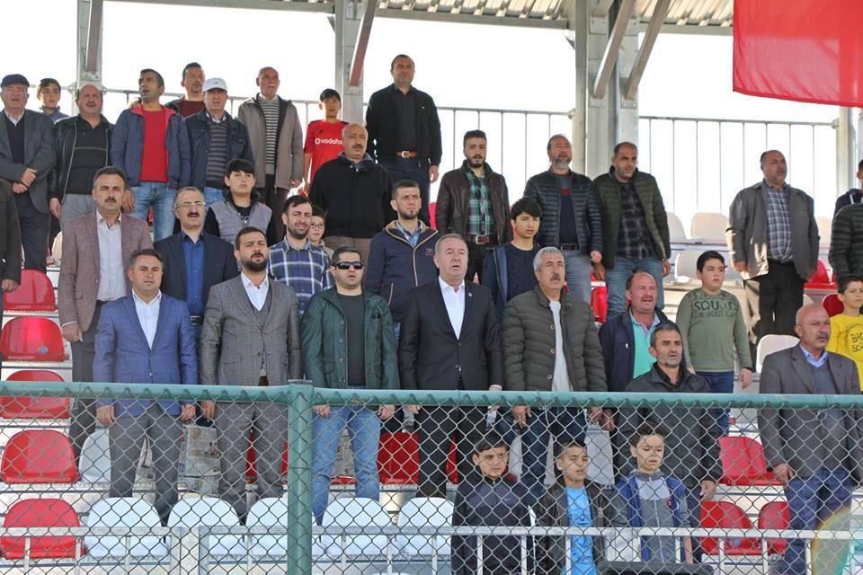 Bölgesel Amatör Ligi'nde Çorum'u temsil eden Sungurlu Belediyespor bu hafta kendi sahasında 1074 Çankırıspor'u ağırladı. 12. dakikada 1074 Çankırısporlu Hürkal ve 75. dakikada İsmail'in attığı golle maçtan 2-0 mağlup ayrıldı. | Sungurlu Haber
