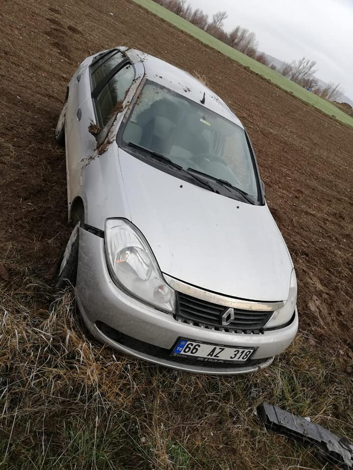 Boğazkale-Sungurlu yolunda meydana gelen kazada ölen yada yaralanan olmazken, otomobilde maddi hasar meydana geldi. | Sungurlu Haber