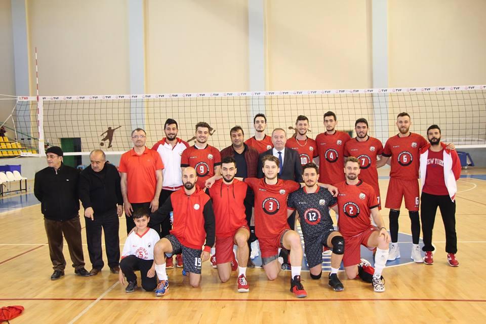 Sungurlu Belediyespor sahasında konuk ettiği Payas Belediyespor'u 3-0 yenerek rahat bir nefes aldı. | Sungurlu Haber
