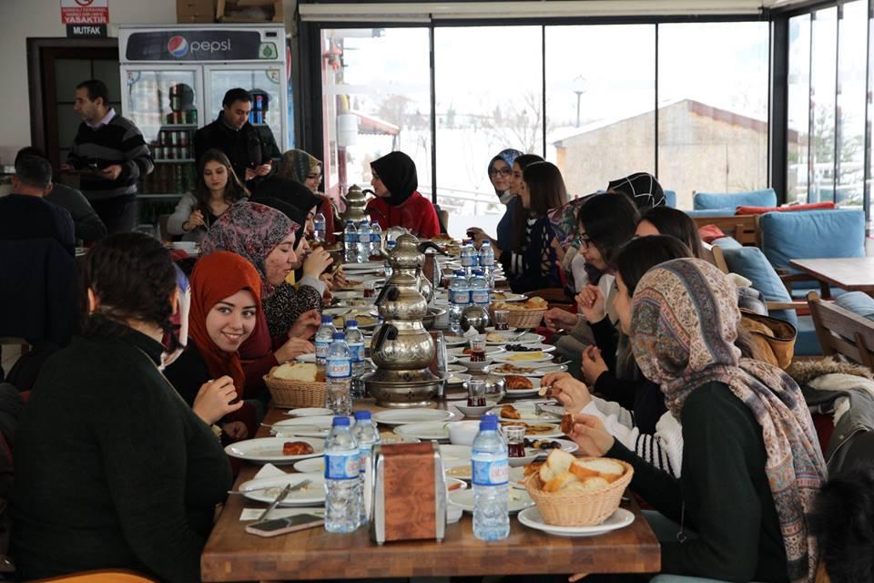 Şahiner, Yüksekokul Görevlileri ve Ööğrenciler ile Kahvaltıda Buluştu » Sungurlu Haber