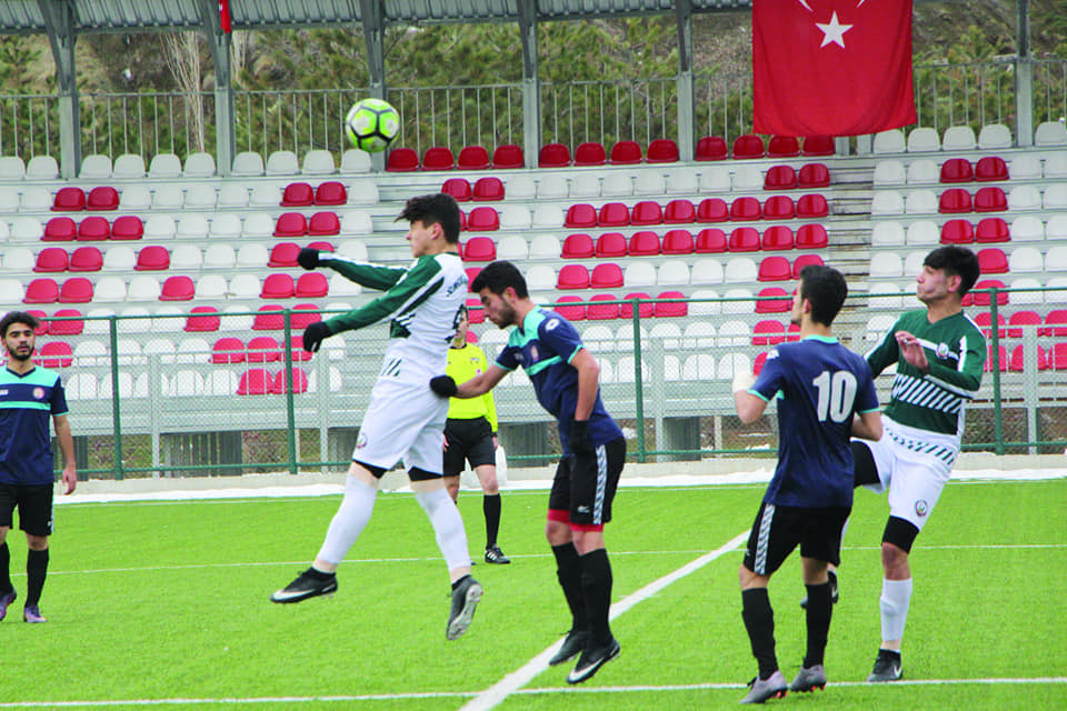 U19 liginde mücadele eden ve playoff için kritik maça çıkan temsilcimiz kendi sahasında ağırladığı İl Özel İdarespor'u 2-1 yenmeyi başardı. | Sungurlu Haber