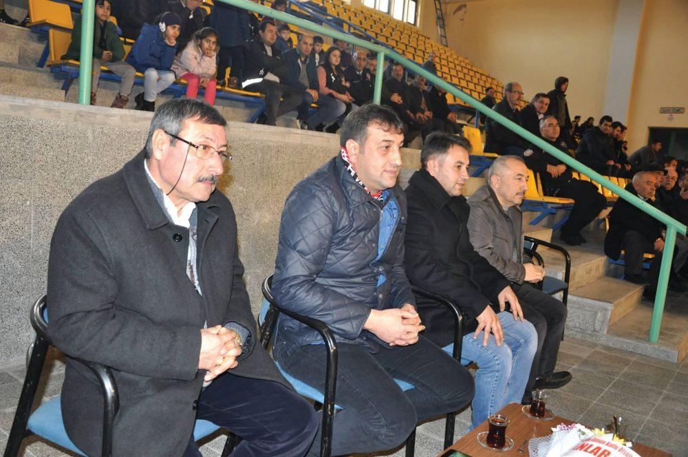 Erkekler voleybol 1. liginde Sungurlu Belediyespor evinde konuk ettiği Malatya Büyükşehir Belediyespor'u 3-0'lık net bir skorla yenerek haftayı üç puanla kapatarak grupta üst sıralara tutundu. | Sungurlu Haber