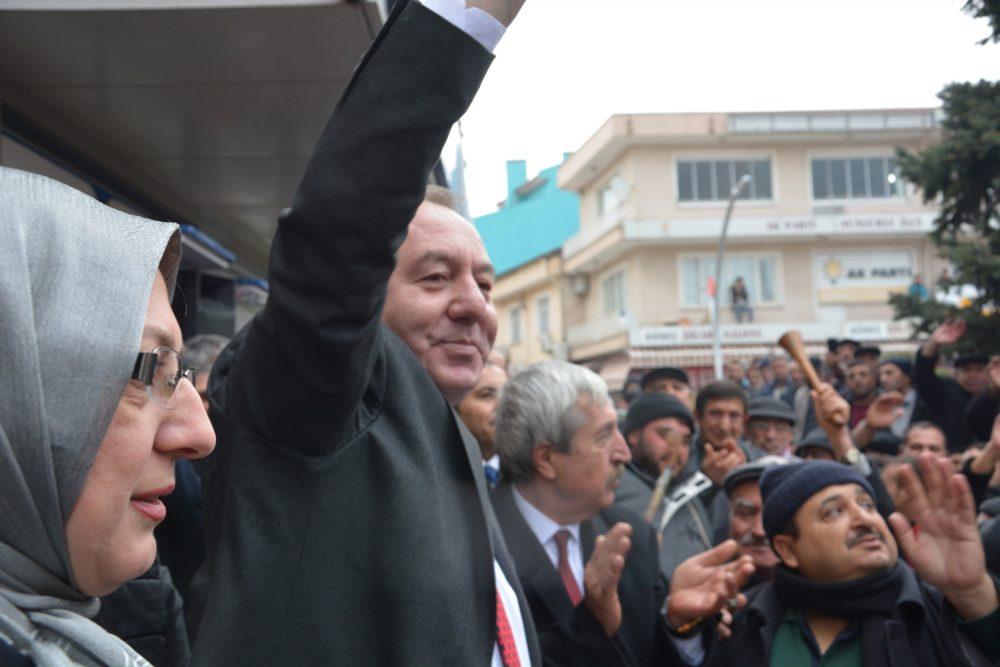 Şahiner Adaylık Açıklamasında Gövde Gösterisi Yaptı | Sungurlu Haber