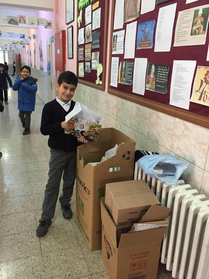 İsmetpaşa İlkokulu tarafından başlatılan, 'Kağıt Çöp Değildir' sloganı ile başlatılan kağıt toplama kampanyasına öğrenciler büyük destek veriyor. | Sungurlu Haber