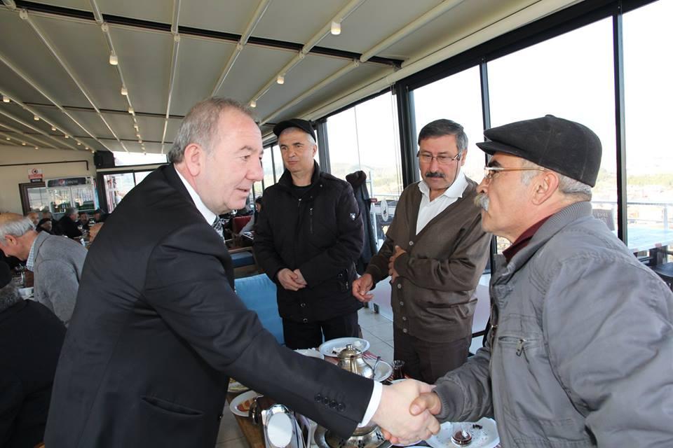 Sungurlu Belediye Başkanı Abdulkadir Şahiner, ilçemizde ikamet eden emekli memurlarla mesire kafe de kahvaltıda bir araya geldi. | Sungurlu Haber