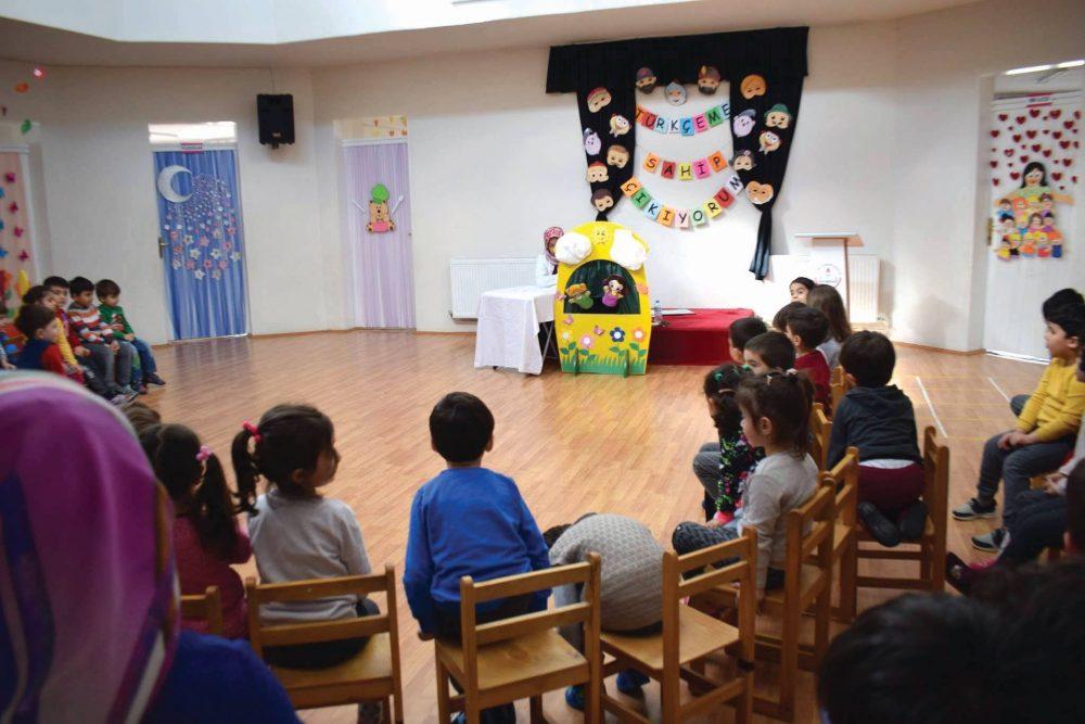Minik Öğrenciler Hacivat ve Karagöz Oyunu İle Türkçemize Sahip Çıktılar | Sungurlu Haber