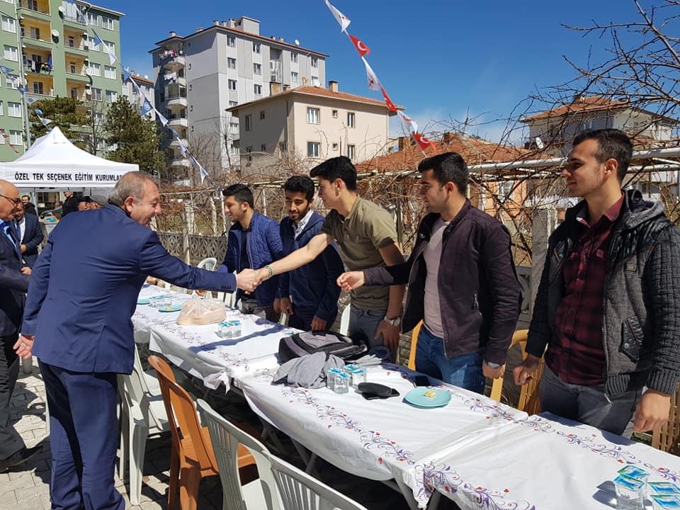 Özel Tek Seçenek Anadolu Lisesi'nin açılışı dualarla yapıldı.Fatih Mahallesi'nde hizmete giren Özel Tek Seçenek Anadolu Lisesi için açılış töreni düzenlendi. | Sungurlu Haber