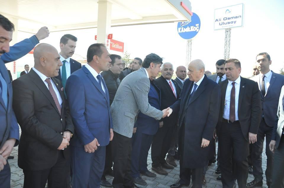 Milliyetçi Hareket Partisi (MHP) Genel Başkanı Devlet Bahçeli, Tokat'a giderken Sungurlu'da mola verdi. | Sungurlu Haber