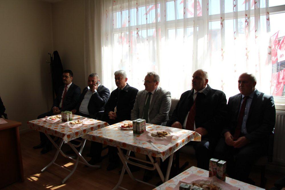 Çanakkale Zaferi'nin 104. yıldönümü ve 18 Mart Çanakkale Şehitlerini Anma Günü münasebetiyle protokol üyeleri Sungurlu Şehit Aileleri ve Gaziler Derneği'ni ziyaret etti. | Sungurlu Haber