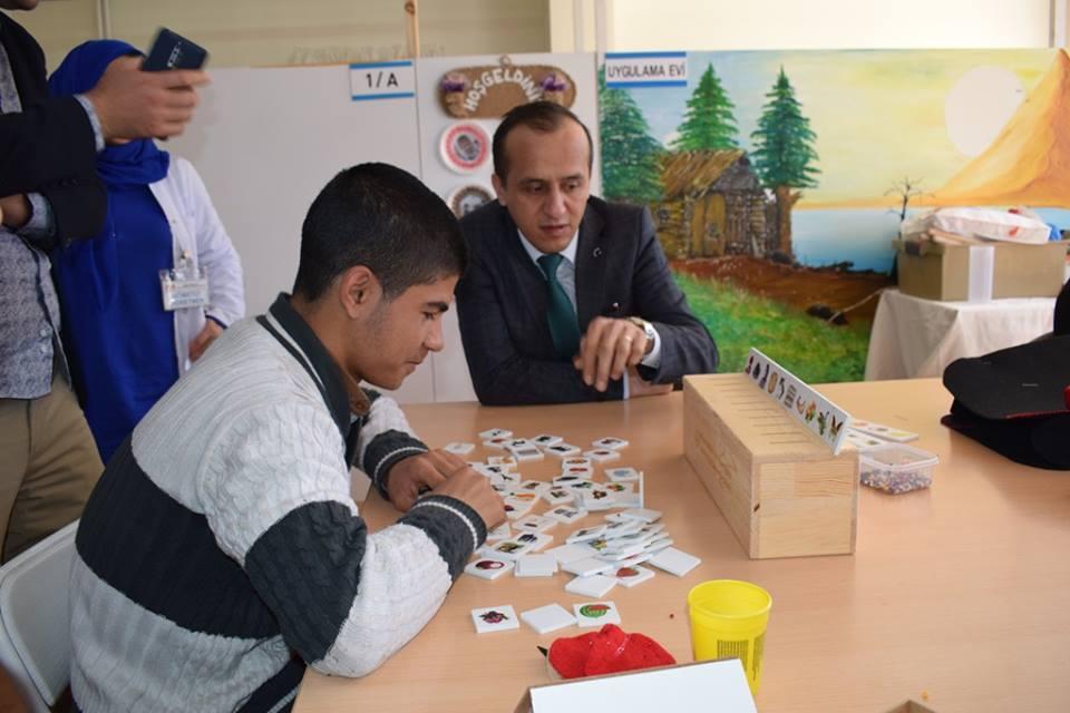 İlçe Milli Eğitim Müdürü Mustafa Eryiğit, şube müdürü ile birlikte Mustafa Kadir Şahinoğlu özel öğrencileri okullarında ziyaret ettiler. | Sungurlu Haber