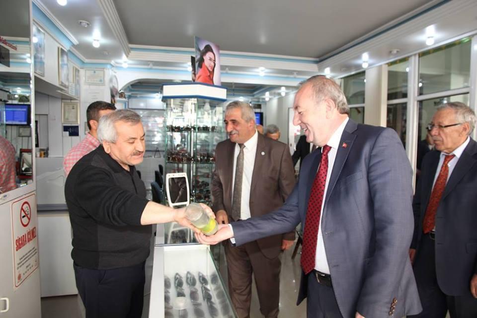 Sungurlu Belediye Başkanı ve İYİ Parti Belediye Başkan Adayı Abdulkadir Şahiner, esnaf ziyaretlerine aralıksız devam ediyor. | Sungurlu Haber