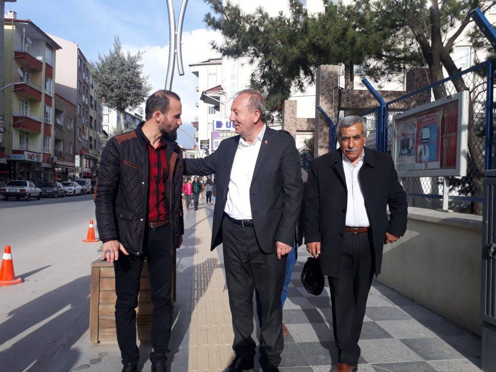 31 Mart mahalli idareler seçimlerinin ardından Sungurlu Belediyesini tekrardan kazanan mevcut Başkan Abdulkadir Şahiner, vatandaşların tebriklerini kabul etti. | Sungurlu Haber