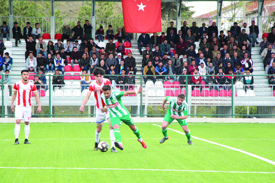 Bölgesel Amatör Lig'de temsilcimiz Sungurlu Belediyespor evinde oynadığı maçta Yeni Amasyaspor önünde ilk yarıyı 2-0 geride tamamladı. İkinci yarıda ise maçı uzatma dakikalarında beraberliği yakaladı. Bu beraberlik ve Havza Belediyespor'un sahasında mağlup olması ile son iki haftaya rahat girdi.   Sungurlu Haber