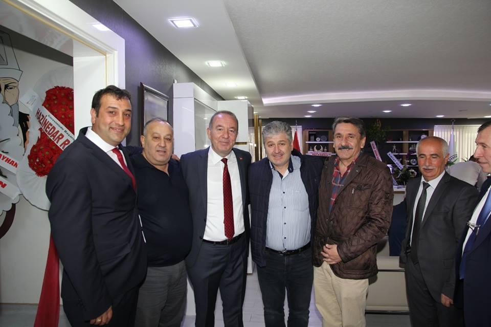 Sungurlu Belediye Başkanı Abdulkadir Şahiner, vatandaşlardan gelen hayırlı olsun tebriklerini kabul etmeyi sürdürüyor. | Sungurlu Haber