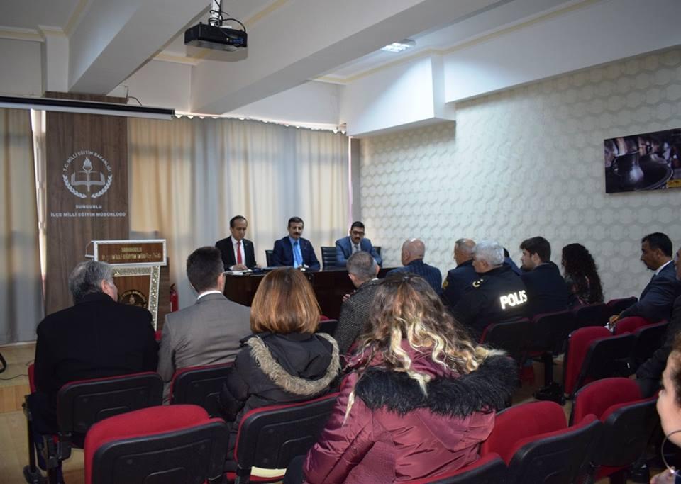 Sungurlu Kaymakamı Mitat Gözen başkanlığında Nisan ayı Eğitim ve Okul Güvenliği toplantısı yapıldı. | Sungurlu Haber