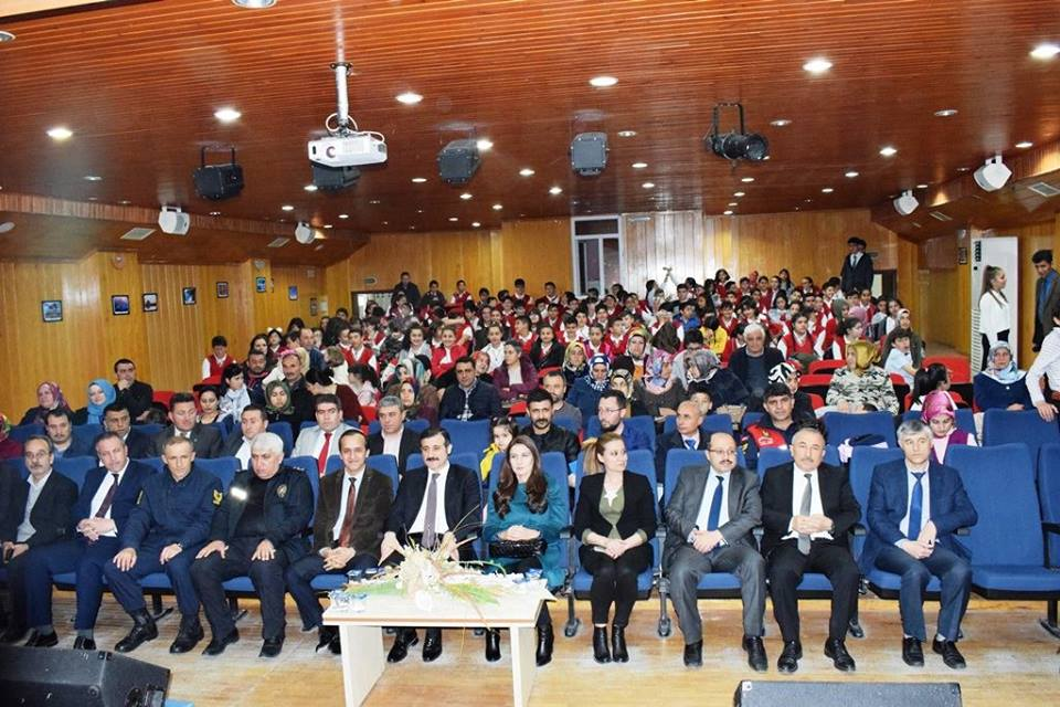 15-22 Nisan tarihleri arasında kutlanan Turizm Haftası etkinlikleri kapsamında İlçemizde Özel İdare Konferans Salonunda Fatih Ortaokulu kutlama programı düzenledi. | Sungurlu Haber