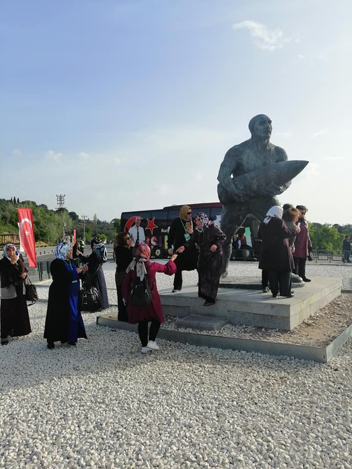 Kültür gezileri kapsamında Çanakkale'ye giden bayan kafilesi keyifli bir gezi yaparak,Sungurlu'ya döndü. | Sungurlu Haber