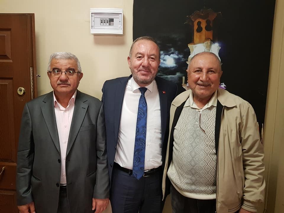 Sungurlu Belediye Başkanı Abdulkadir Şahiner, Ankara'da bulunan Sungurlu İrtibat Bürosu'nda vatandaşlardan gelen hayırlı olsun tebriklerini kabul etti. | Sungurlu Haber