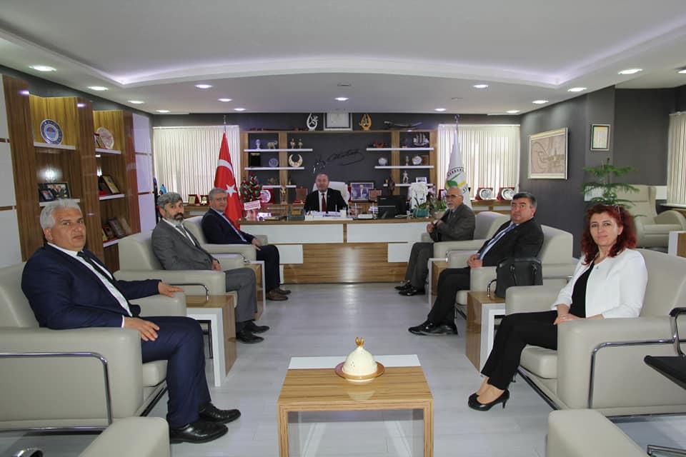 Sungurlu Belediye Başkanı Abdulkadir Şahiner, hayırlı olsun tebriklerini kabul etmeyi sürdürüyor. | Sungurlu Haber