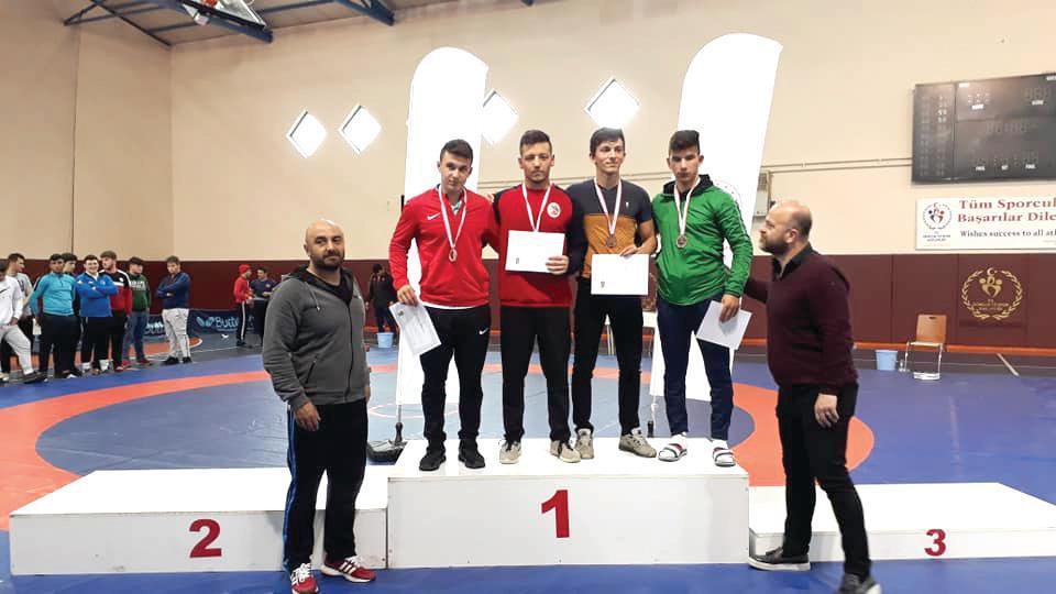 Hafta sonu Trabzon'da yapılan 17-18 yaş okullar genç A grekoromen grup şampiyonasında 3 güreşçimiz şampiyon oldular.   Sungurlu Haber