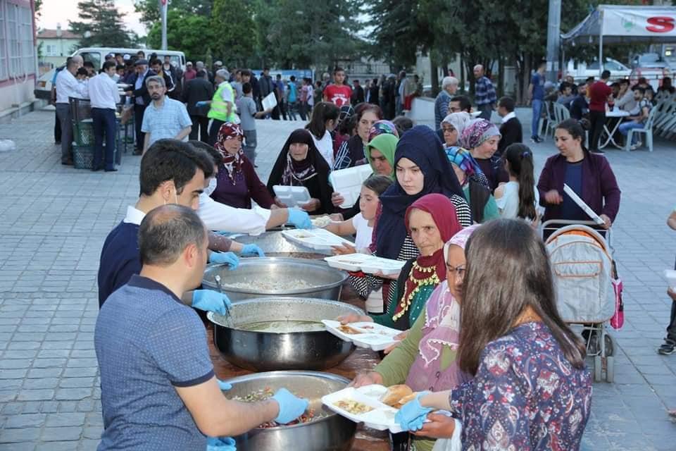 Sungurlu Belediye Başkanı Abdulkadir Şahiner verdiği iftar yemeğinde birlik ve beraberlik mesajı verdi. | Sungurlu Haber