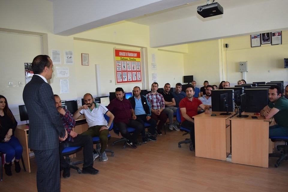 Sungurlu İlçe Milli Eğitim Müdürlüğü tarafından hazırlanan, 2019 yılı teknik destek programı kapsamında Orta Karadeniz Kalkınma Ajansının (OKA) desteklediği 'Maker Eğitmen Eğitimi' ilçemiz okullarında görev yapan çeşitli branşlardaki 34 öğretmenin katılımıyla başladı. | Sungurlu Haber