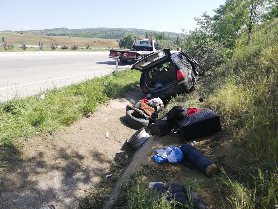 Alacahöyük Kavşağı'nda meydana gelen trafik kazasında 5 kişi yaralandı. | Sungurlu Haber