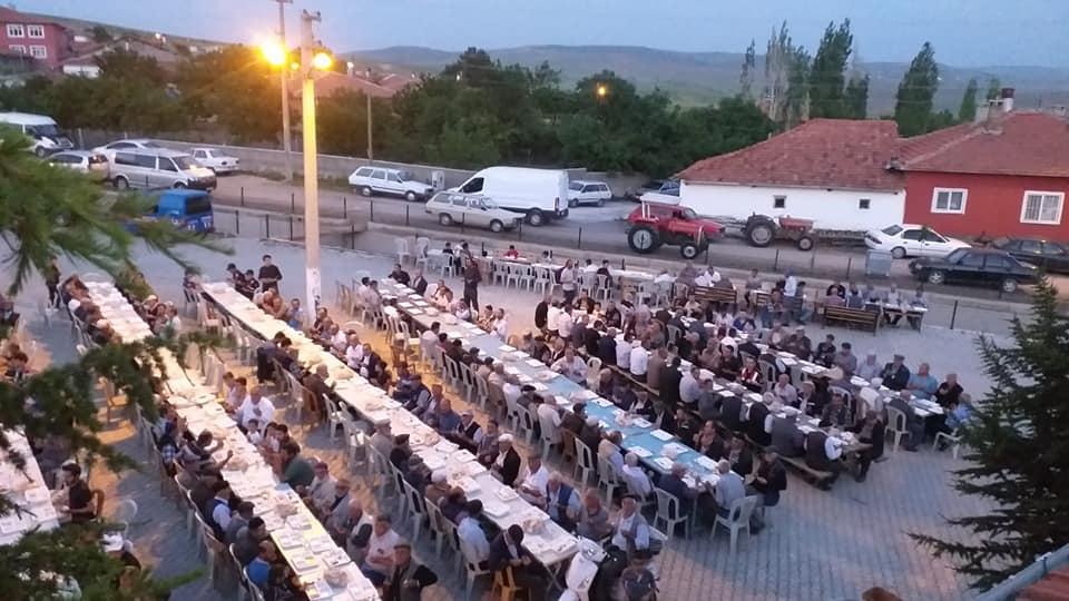 Arifegazili Muhtarlığı tarafından geleneksel hale gelen iftar yemeğinin 6.'sı düzenlendi. | Sungurlu Haber