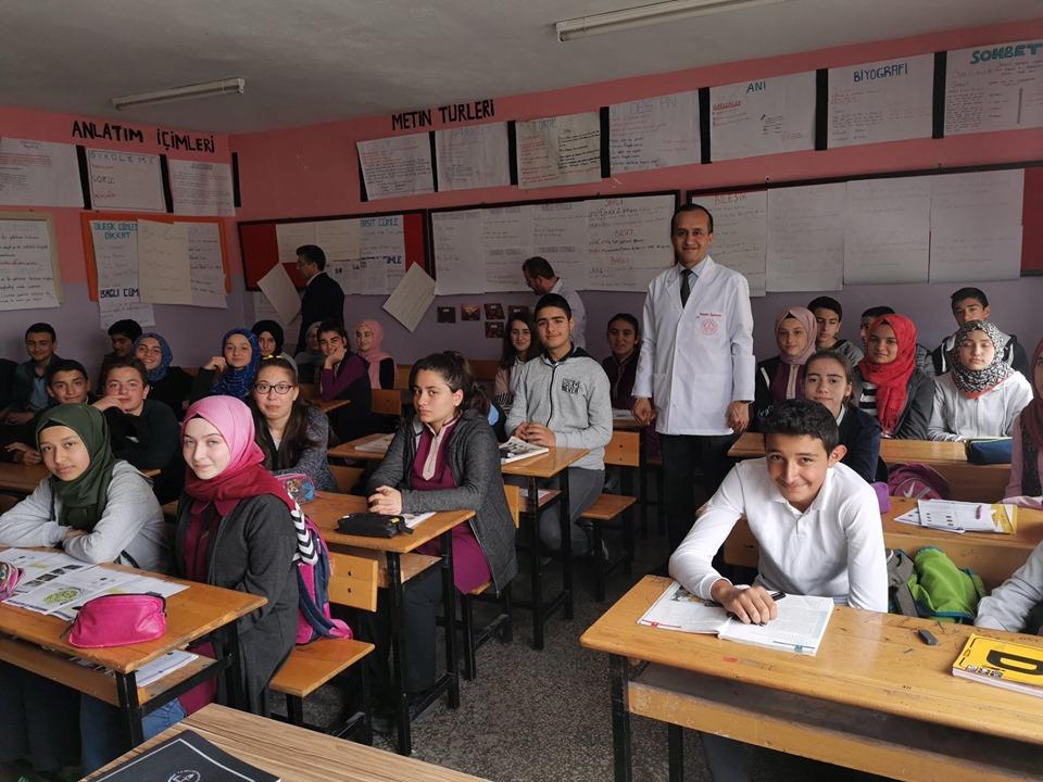 İlçe Milli Eğitim Müdürü Mustafa Eryiğit, ilçe ortaokulları ve liselerde öğrenim gören 8.sınıf ve 12.sınıf öğrencileriyle, motivasyon ve geleceğe hazırlık eğitimlerinde bir araya geldi. | Sungurlu Haber