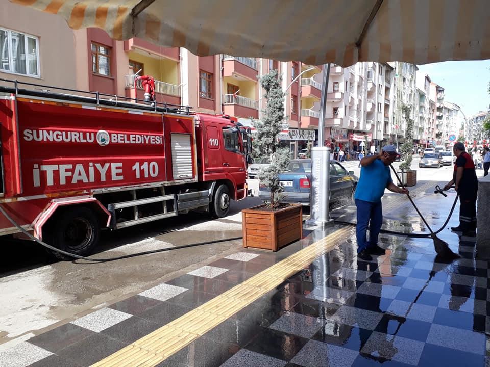Sungurlu Belediye ekipleri yaklaşan Ramazan Bayramı öncesi ilçemizde bayram temizliğine başladı. | Sungurlu Haber