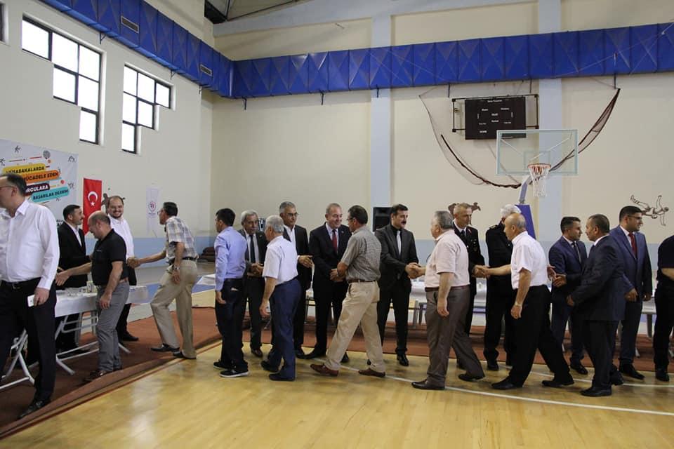 Sungurlu'da 100 yılı aşkın süredir devam eden toplu bayramlaşma geleneği bu yıl da sürdürüldü.   Sungurlu Haber