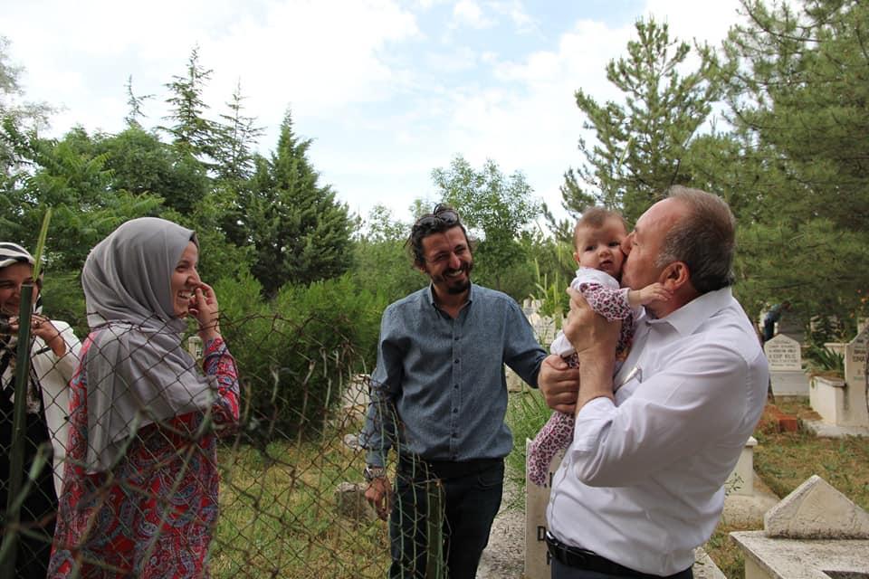 Sungurlu Belediyesi tarafından her dini bayram öncesi olduğu gibi yine Arife günü mezarlıklarda Kuran-ı Kerim okutuldu. | Sungurlu Haber