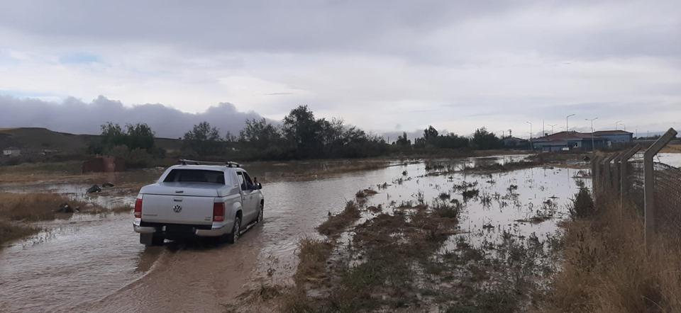 İlçemizde etkili olan sağanak yağış sonrası aniden bastıran sel suları nedeniyle Sungurlu Belediyesi tarafından yapılan Atık Su Arıtma Tesisi sele teslim oldu. Kullanılamayacak dereceye gelen tesis çamur ve balçığa dönüşürken, çalışanlar çamur deryasından iş yapamaz hale geldiler. | Sungurlu Haber