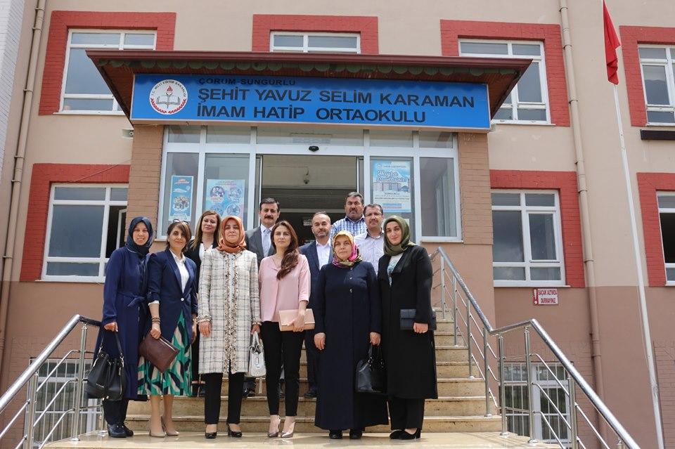 Çorum Valisi Mustafa Çiftçi'nin Eşi Azime Çiftçi, eğitim kurumlarında çeşitli ziyaretlerde bulunmak üzere Sungurlu'yu ziyaret etti.   Sungurlu Haber