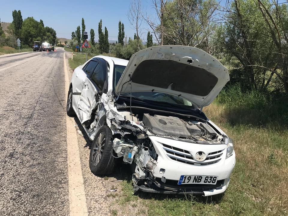 Boğazkale yolunda meydana gelen kazada ölen yada yaralanan olmazken, araçlarda maddi hasar oluştu. | Sungurlu Haber