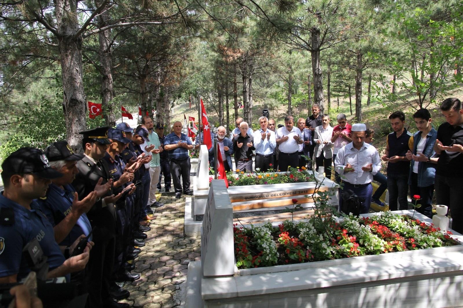 15 Temmuz Şehidi Akif Kapaklı Mezarı Başında Anıldı » Sungurlu Haber