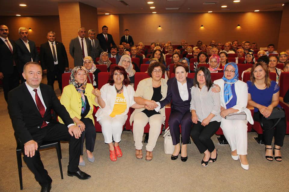 Sungurlu Belediye Başkanı Abdulkadir Şahiner, İYİ Parti İlçe Başkanı Fazlı Koçak, Belediye Başkan yardımcıları, İl Genel Meclis Üyesi Ercan Şahin, Belediye Meclis Üyeleri, Kadın Kolları Teşkilatı ve İlçe teşkilatından İYİ Parti Genel Merkeze destek ziyaretinde bulundular. | Sungurlu Haber